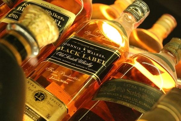 ジョニー・ウォーカーの種類は おすすめ,限定,ウイスキー,飲み方,赤,黒,ブルー,緑,